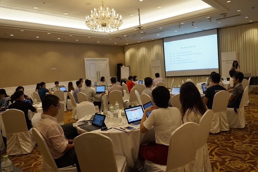 KHOA-HOC-SEO-WEBSITE-LEN-TOP-GOOGLE-BEN-VUNG-HUYNH-NGOC-THANH